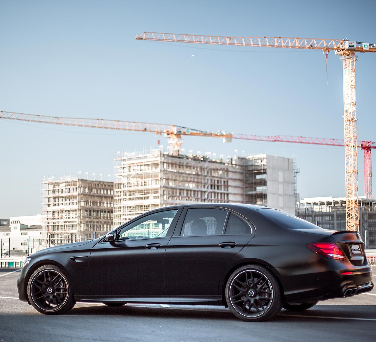 Vollfolierung in Satin Black. <br><br> Mercedes E63 AMG